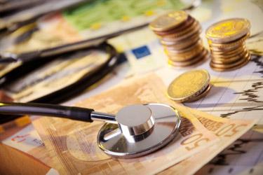 fonendoskop na eurobankovkách